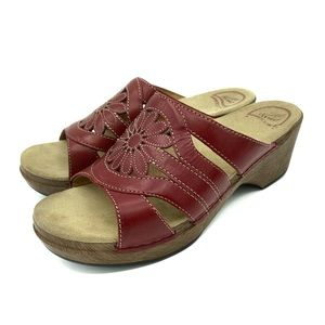 Dansko Womens Suzy Sandals 38 8 Slides Crimson